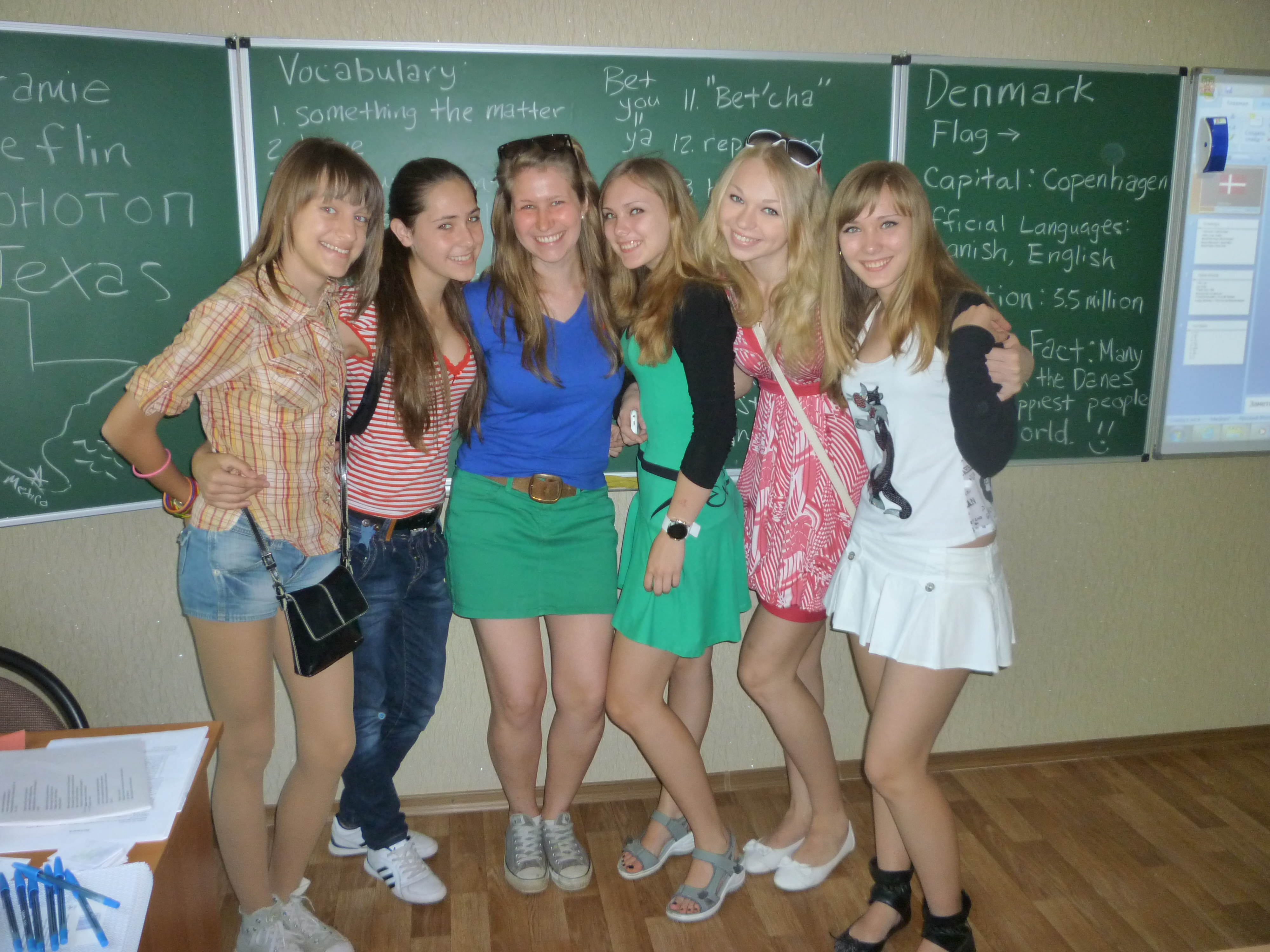 lassroom girls Some of my favorite 7th form girls and I after a class on Denmark!